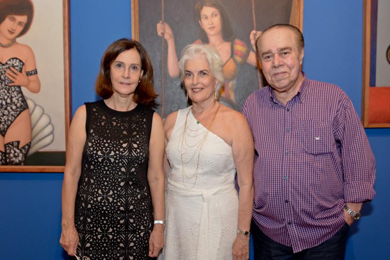 Maria Helena e Neném Brennand com o curador Pedro Frederico - Foto  Jose  Britto 22727e6df5