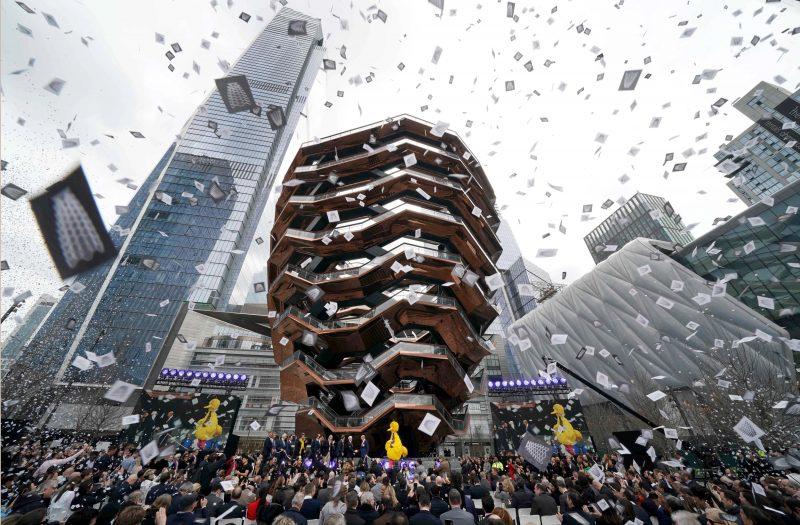 The Hudson foi inaugurado com muita chuva de papel e já se tornou o novo point de Nova Iorque: Foto: Reprodução