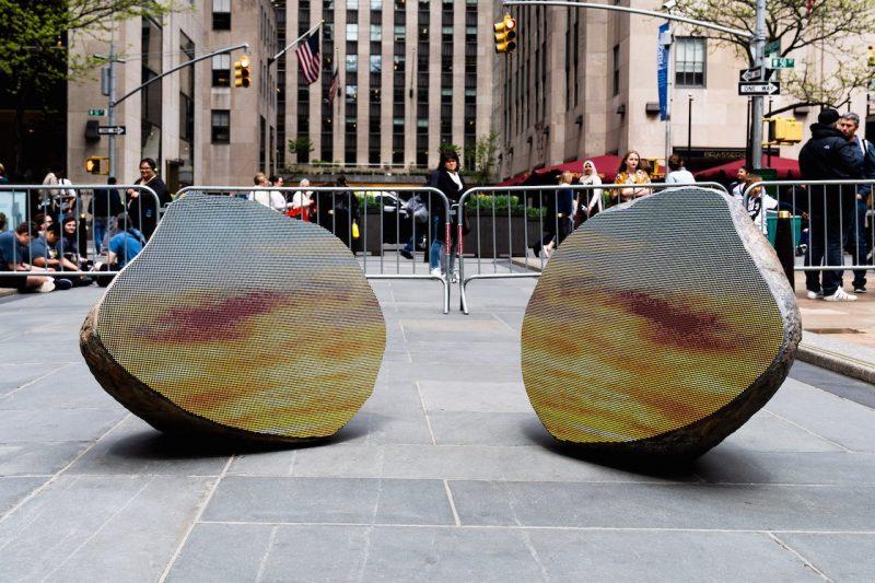 A exposição ao ar livre, com obras gigantescas, fica em cartaz até o fim de junho. Foto: Hypnotique