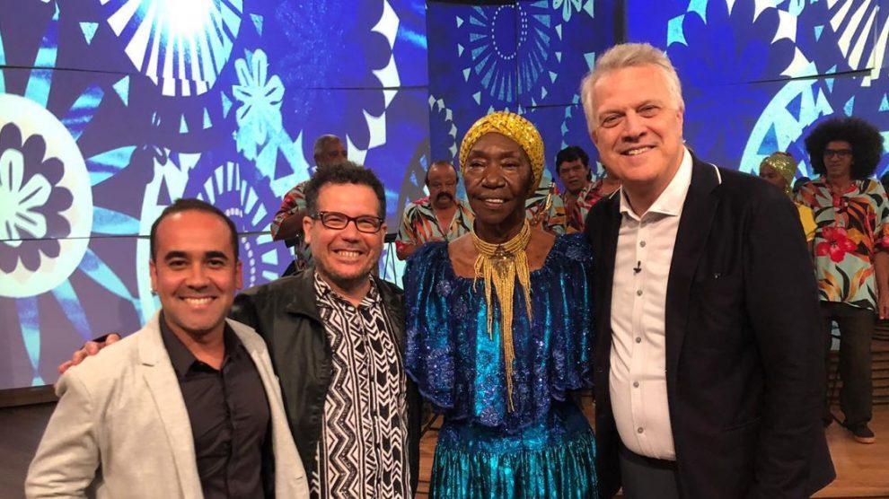 O jornalista Marcelo Andrade, DJ Dolores, Lia de Itamaracá com Pedro Bial - Foto: Cortesia