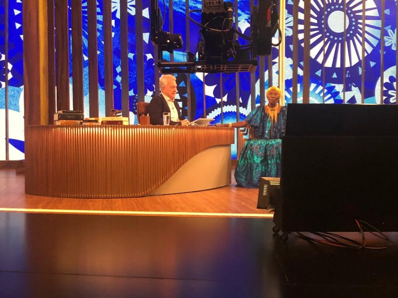 Lia de Itamaracá apresentando-se no programa 'Conversa com Bial'- Foto: Cortesia