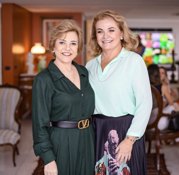Roberta Jungmann e a anfitriã da festa, Nizete Paes Mendonça - Foto: Joyce Oliveira