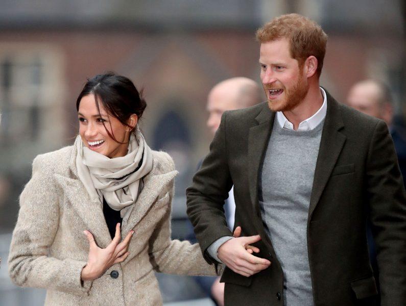 Meghan recebe os parabéns da família real mesmo após afastamento