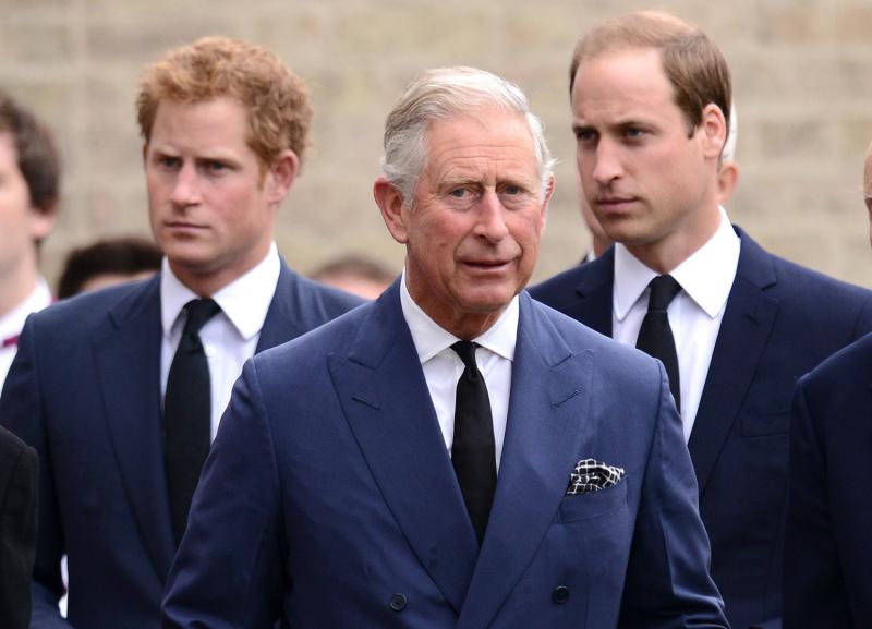Príncipe Charles ao lado dos filhos, Harry e William - Foto: Reprodução.
