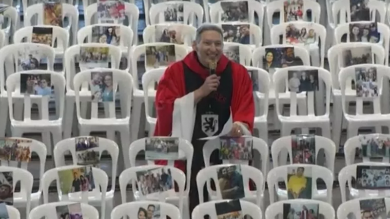 Padres Marcelo e Fábio levam prêmio de Personalidades Religiosas