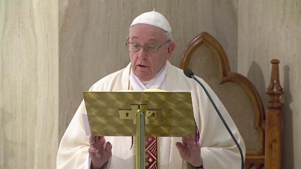 Papa reza e pede que comunidade internacional ajude o Líbano