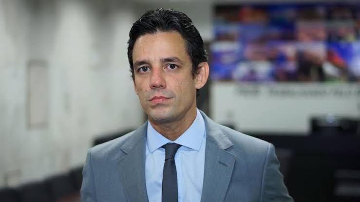 Daniel Coelho retira candidatura e apoia Patrícia Domingos