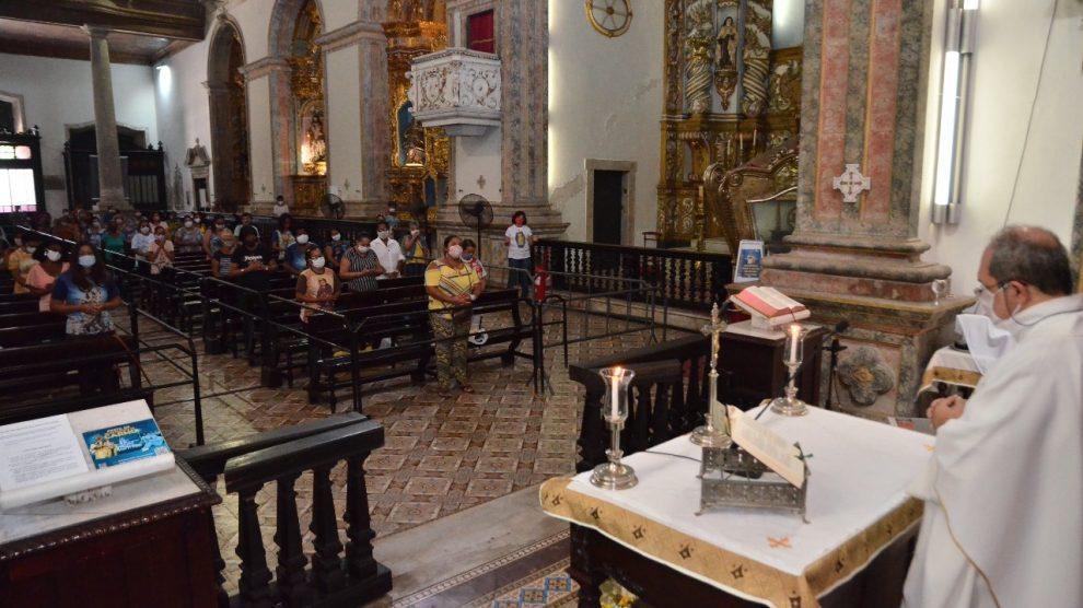 Fiéis participam de celebrações em homenagem a N. Senhora do Carmo