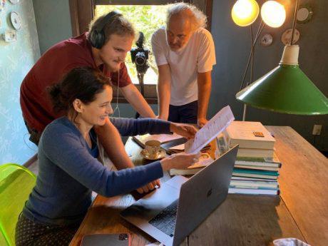 Denise Fraga faz sucesso em série gravada em família na quarentena