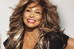 Tina Turner lança versão remix de um de seus maiores hits