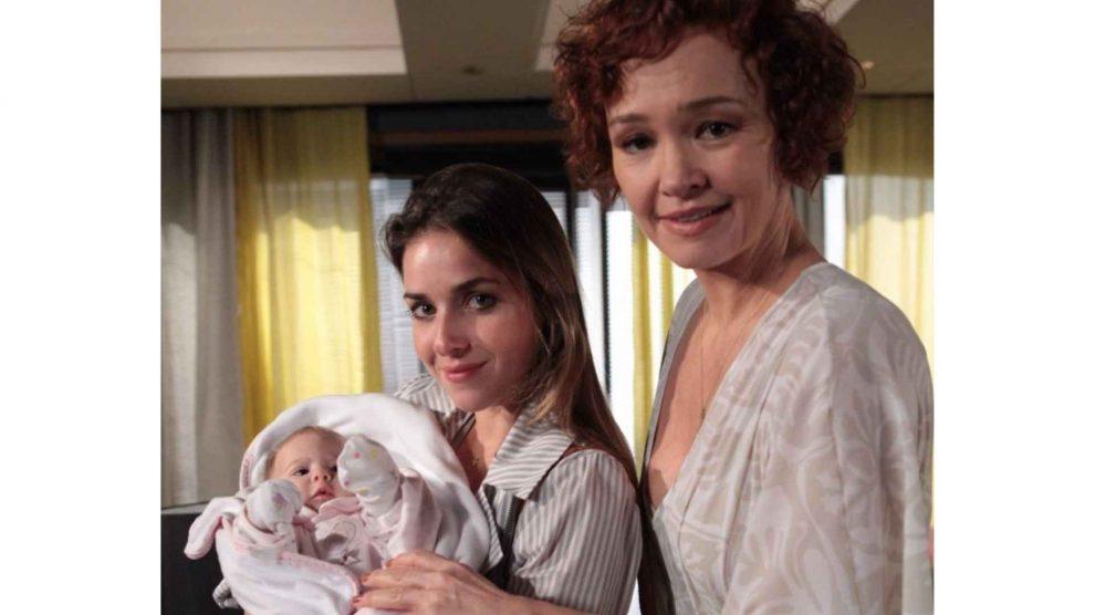 Mãe da bebê Vitória de 'Fina Estampa' guarda cachê até hoje