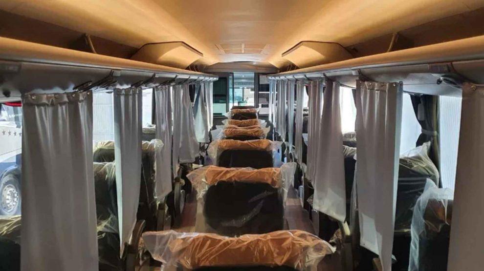Ônibus adaptado para prevenir Covid-19 começa a operar no Brasil