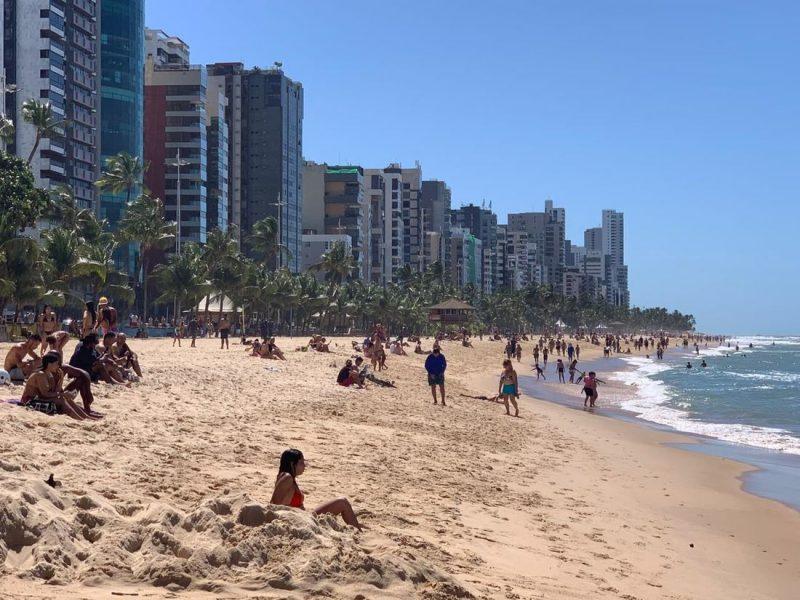 Comércio de praia será liberado, porém as Prefeituras serão responsáveis pela fiscalização do setor - Foto: Paullo Allmeida /Folha de PE