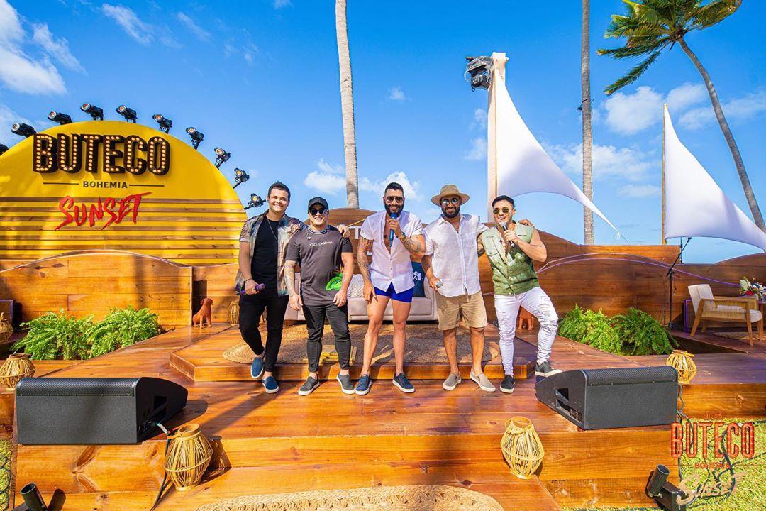 Gusttavo Lima faz sucesso em live na Praia dos Carneiros