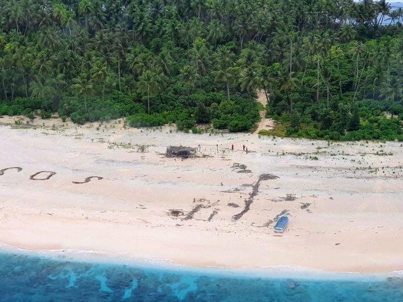 Três homens são resgatados após escreverem SOS em ilha do Pacífico