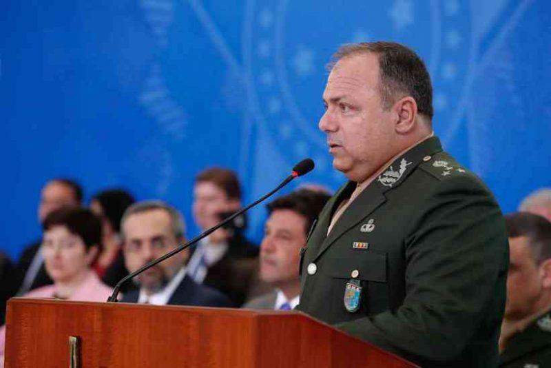 General do Exército, Pazuello assumiu ministério como interino depois que Nelson Teich pediu demissão, em 15 de maio