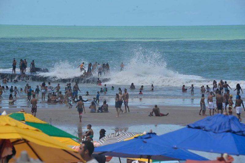 A praia de Boa Viagem estava lotada neste feriado de 7 de setembro, primeiro fim de semana onde comerciantes puderam voltar ao trabalho no litoral