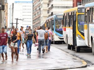 Rodoviários fazem protesto no centro do Recife