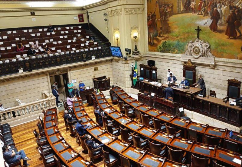 Sessão da votação do processo de Crivella ocorreu com vereadores votando de casa e presencialmente
