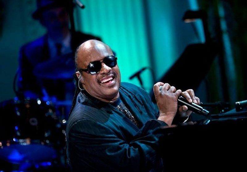 Stevie Wonder lança duas músicas inéditas após 11 anos