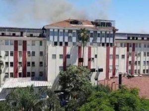 Incêndio atinge hospital no Rio e pacientes são tirados às pressas