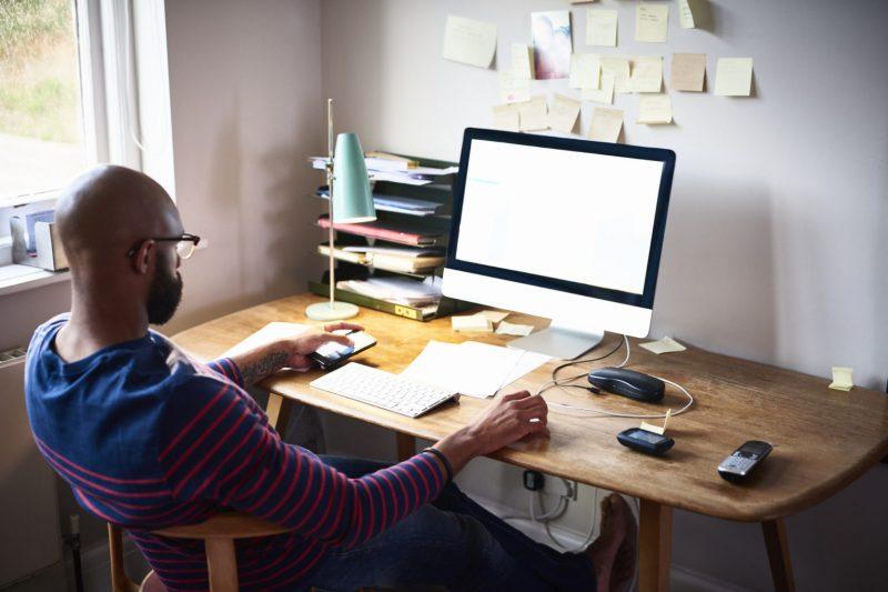 Segundo a pesquisa, os brasileiros estão dispostos a mudar de emprego para manter rotina de trabalho remoto