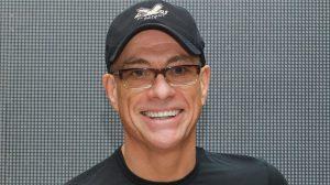 Van Damme faz campanha e salva cachorrinho da eutanásia