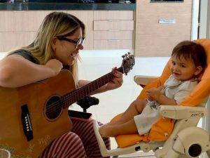 Marília Mendonça compõe música para celebrar 11 meses do filho