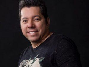 Cantor Louro Santos morre aos 49 anos vítima da Covid-19