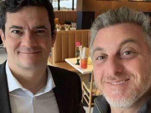 Luciano Huck e Sergio Moro negociam aliança para a eleição de 2022