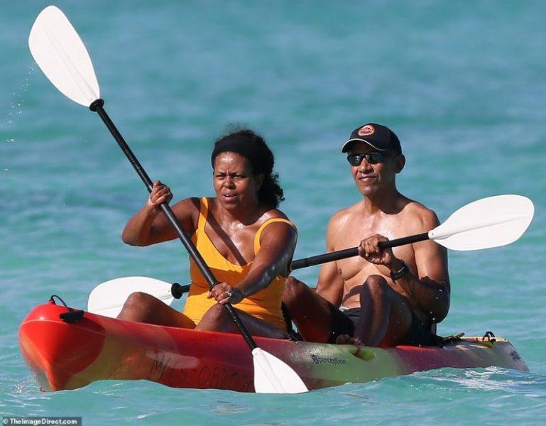 Barack Obama é flagrado durante férias no Havaí