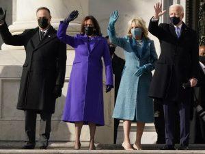 Joe Biden e Kamala tomam posse como presidente e vice dos EUA