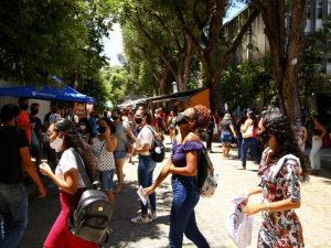 Estudantes realizam primeiras provas do Enem neste domingo (17)