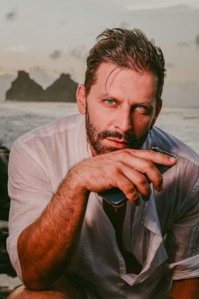 Henri Castelli fala sobre vida e carreira em entrevista ao site RJ