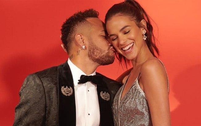 Neymar desarquiva fotos com Bruna Marquezine e fãs comemoram
