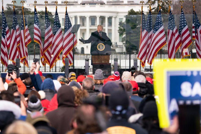 Trump promete 'transição ordeira' após invasão ao Congresso